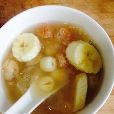 香蕉莲子桂圆银耳汤