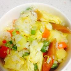 豌豆胡萝卜火腿鸡蛋菠萝炒饭