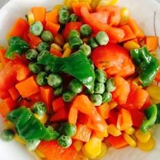 西红柿青椒豌豆胡萝卜炒玉米