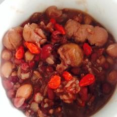 桂圆枸杞红豆花生红米粥