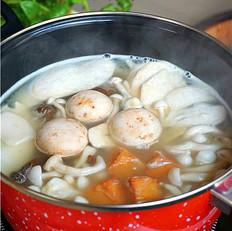 浓汤松茸蘑菇多菌锅