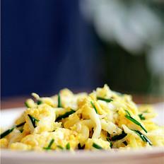 鸡蛋韭香炒银鱼