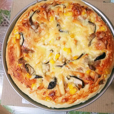 金枪鱼海鲜披萨