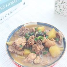 香菇土豆炖鸡的家常做法,不焯水直接炖,土豆软糯鸡肉入味