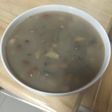 猪心莲子汤