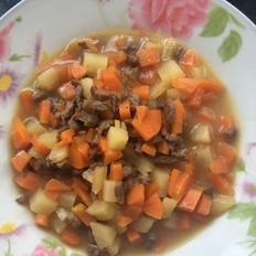 胡萝卜土豆牛肉粒