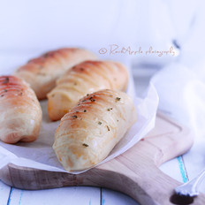 脆皮肠沙拉面包