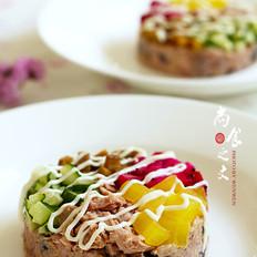 金枪鱼果蔬豆米饭沙拉