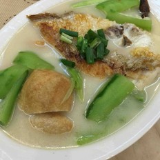 丝瓜豆腐泡鱼汤