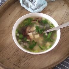 白萝卜豆腐汤