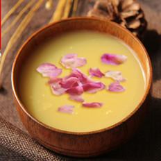 美颜养胃的玫瑰冰糖黄小米粥