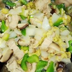 梅子肉炒白菜青椒冬菇