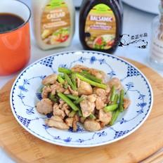 鸡腿肉炒蒜苔