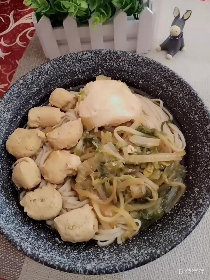 生菜鸡肉丸汤面