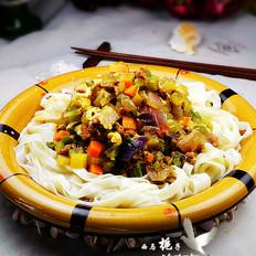 彩丁蔬菜酱拌面