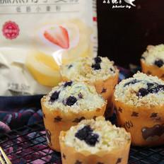 酥顶蓝莓爆浆纸杯蛋糕