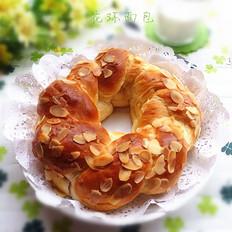 牛奶杏仁花环面包