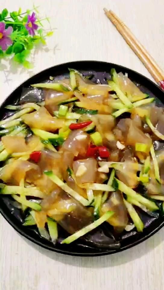 黄瓜丝拌拉皮