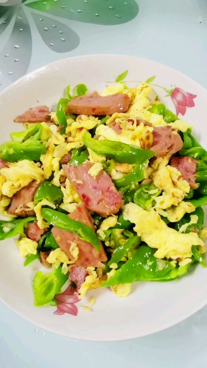 尖椒炒鸡蛋午餐肉