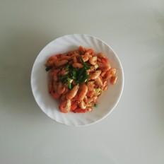 新鲜的炒河虾。