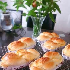 椰蓉纸模麻花面包