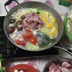 浓汤宝鲜杂菌鸡火锅