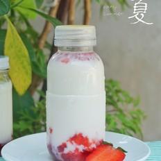 草莓生牛乳