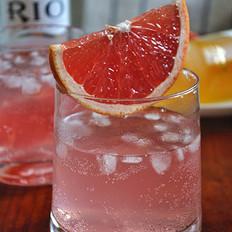葡萄柚水蜜桃味鸡尾酒