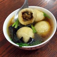 砂锅木耳丸子汤的做法
