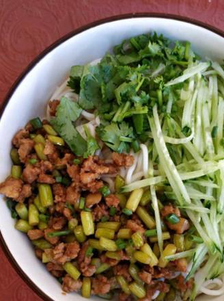 黄瓜丝肉面的做法