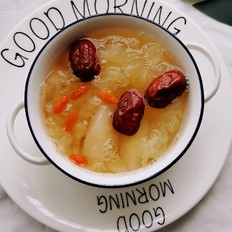 银耳雪梨红枣汤