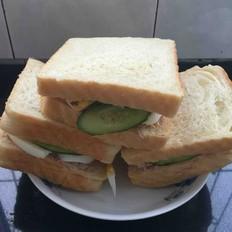 金枪鱼三明治