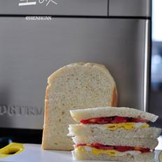 煎蛋香肠三明治的做法