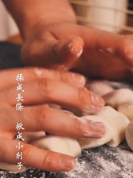 鲜肉锅贴的家常做法