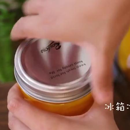 黄桃罐头+果冻怎么炖