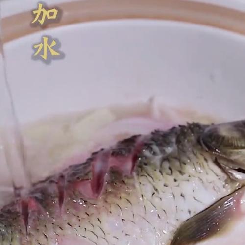 砂锅鲫鱼的简单做法
