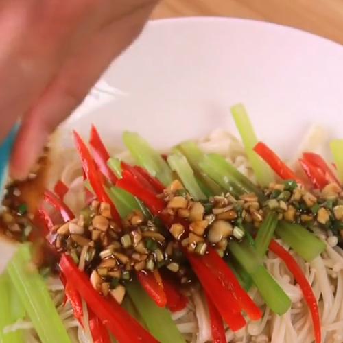 美味凉拌金针菇怎么吃