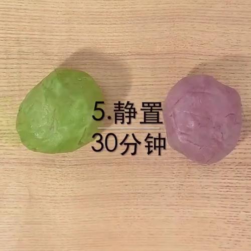 绣球紫薯蛋黄酥的家常做法