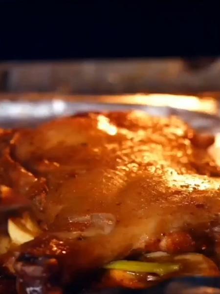 烤鸡腿怎么吃