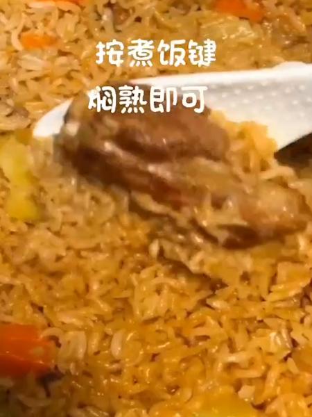 排骨焖米饭怎么吃