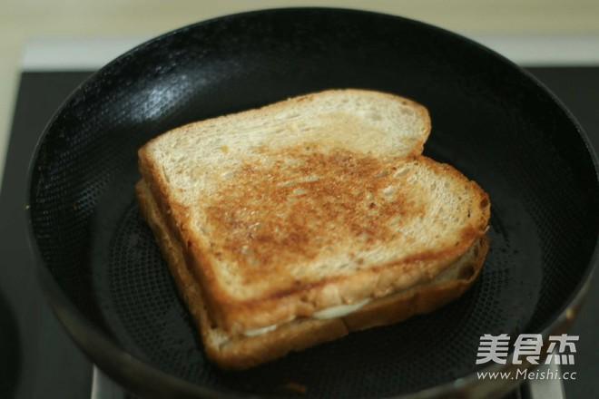 花生酱香蕉三明治怎么做