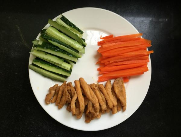 豆皮生菜鸡肉卷怎么吃