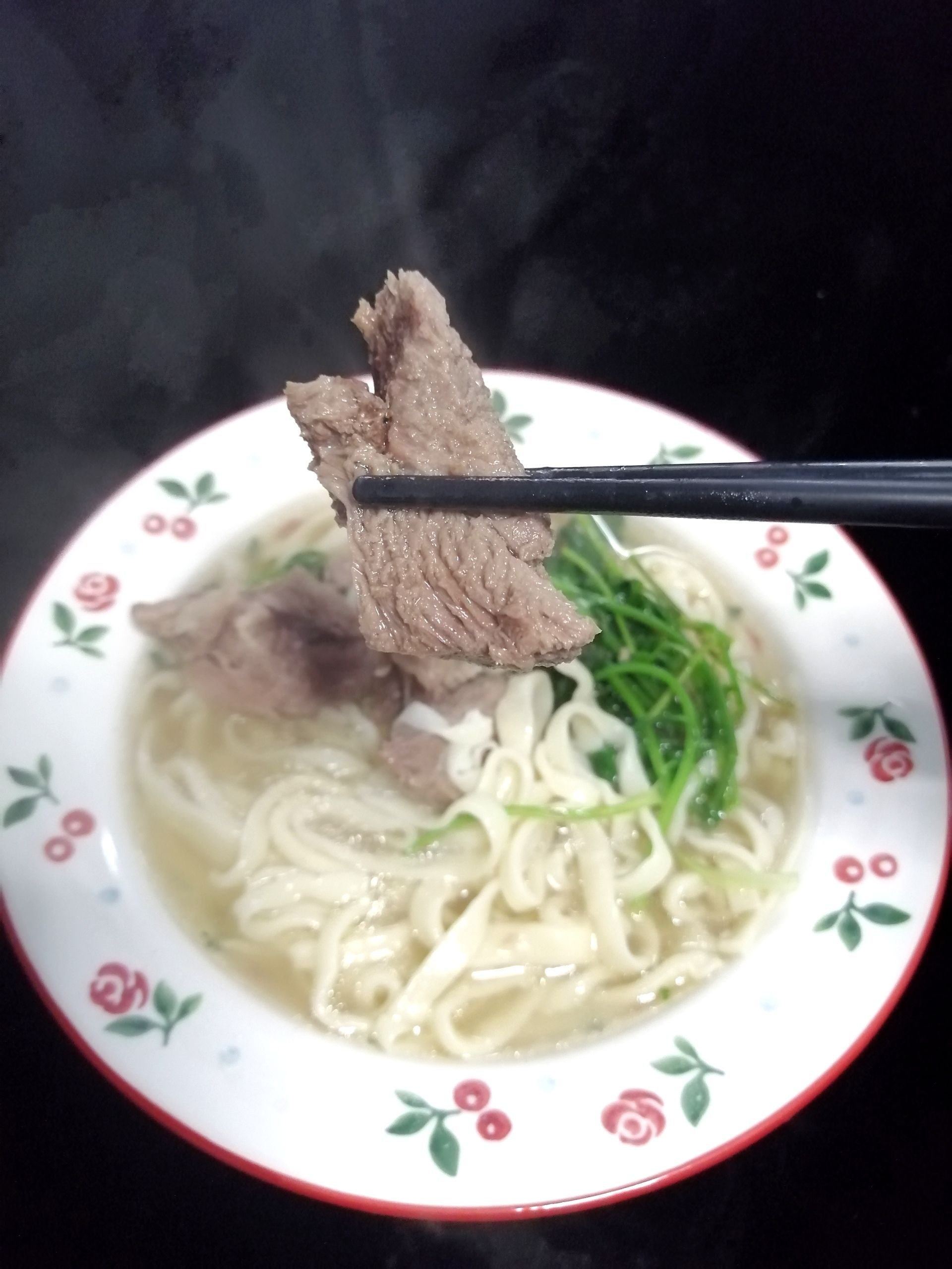 羊肉汤手擀面成品图