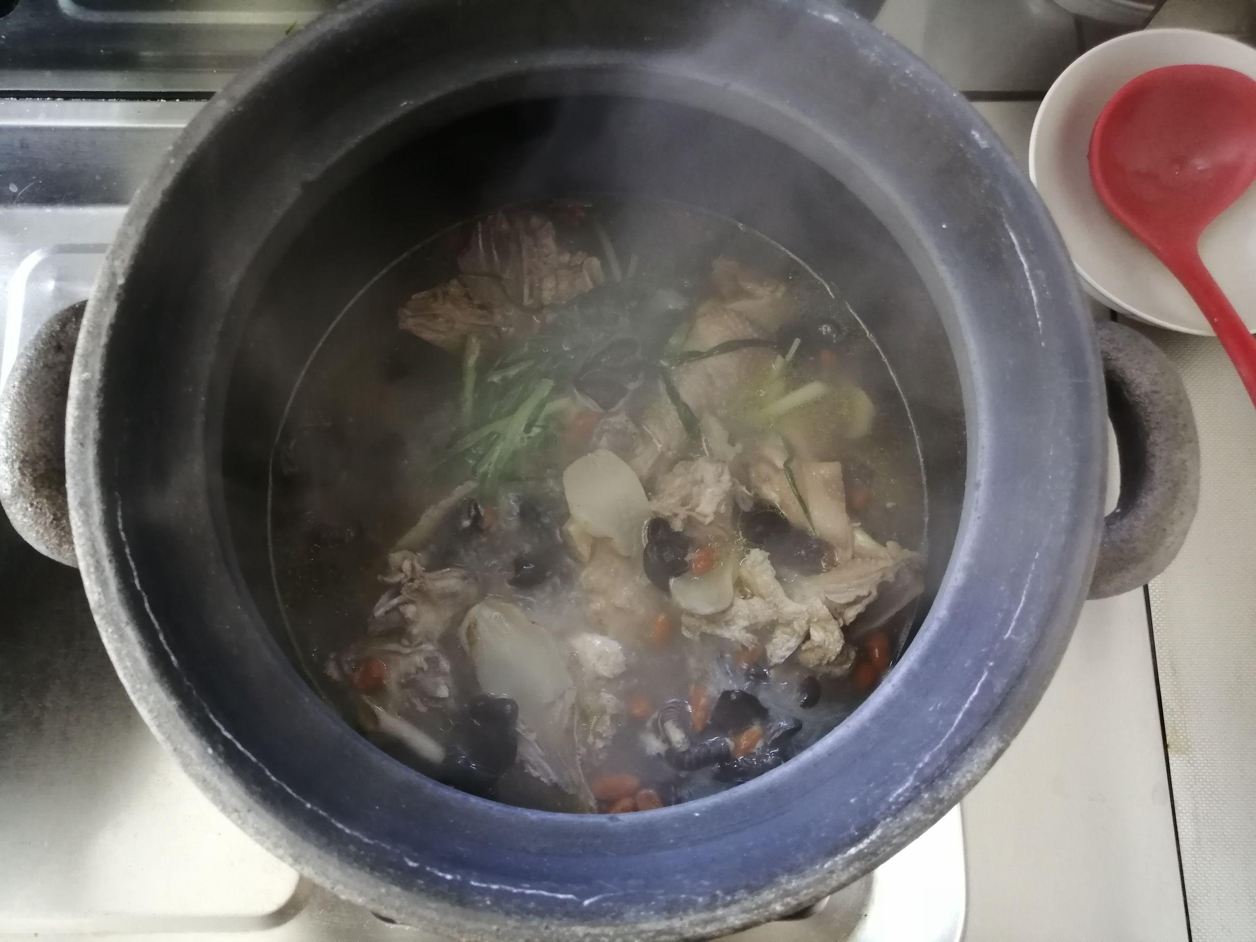 天麻枸杞人参安神鸡汤怎么煮