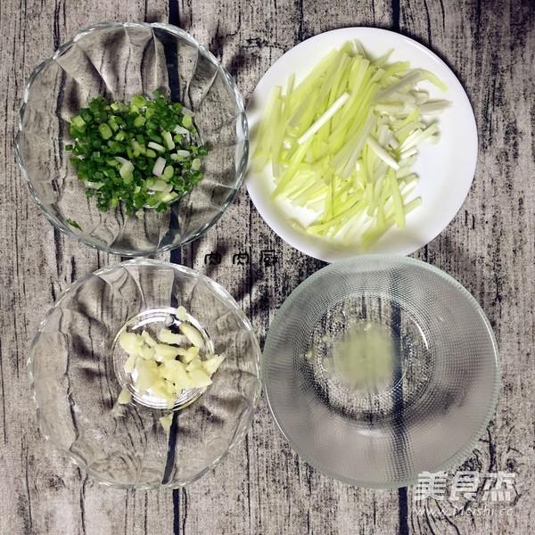 正宗粤菜之韭黄虾仁炒滑蛋肉肉厨的做法图解