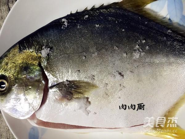传统粤菜之清蒸金鲳鱼肉肉厨的做法图解