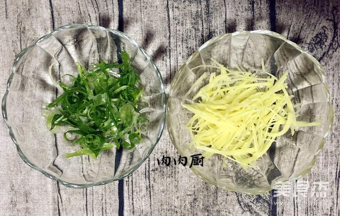 传统粤菜之清蒸金鲳鱼肉肉厨的家常做法