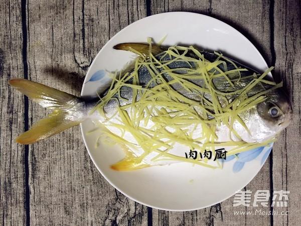 传统粤菜之清蒸金鲳鱼肉肉厨的简单做法