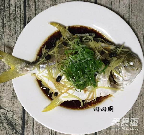 传统粤菜之清蒸金鲳鱼肉肉厨怎么煸