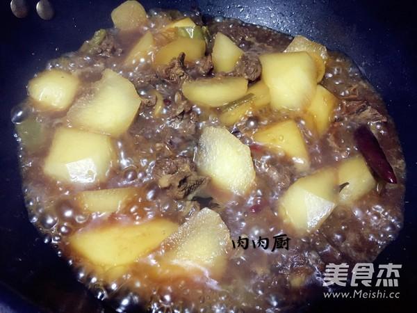 萝卜牛腩煲肉肉厨的制作方法